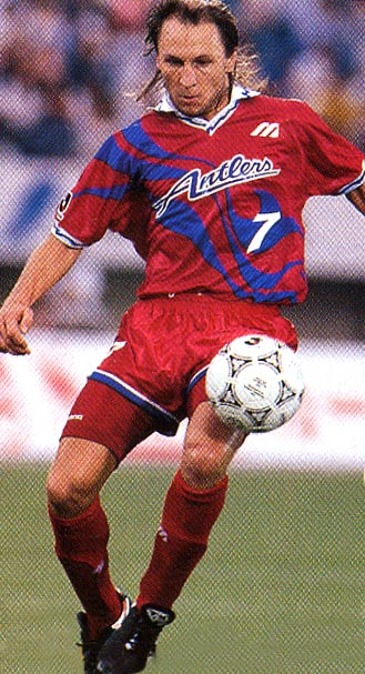 http://club-football-uni.up.seesaa.net/image/ANTLERS-94-95-MIZUNO-home-red-red-red.JPG