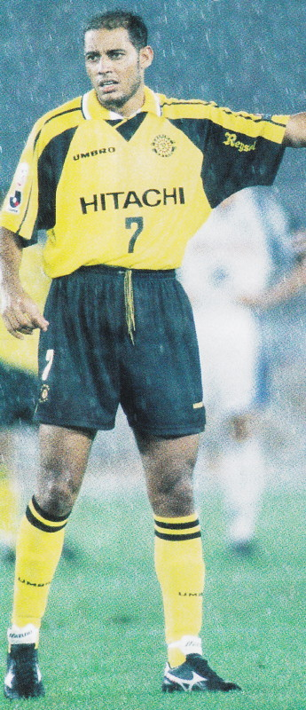 Kashiwa-Reysol-98-home-kit-yellow-black-yellow.jpg